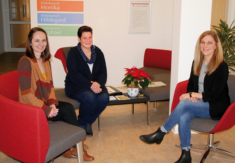 Das Projektteam im Altenheim St. Clara bilden (v.l.) Gesundheitswissenschaftlerin Daria Wibbeke, Pflegefachkraft Nicole Bartelsmeier und Gesundheitswissenschaftlerin Jolien Meilwes. Foto: Rochus Kiko